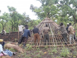 Construction of Agwata teachers' huts - the roof
